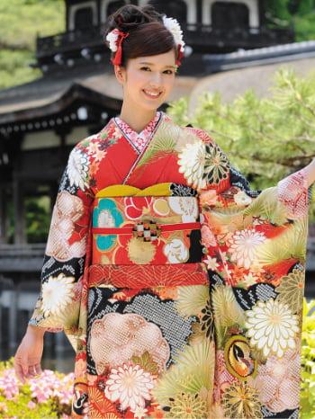 古典柄な着物を着た女性