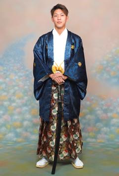 紋付袴を着た男性