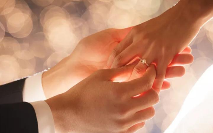 婚約指輪の相場はいくら?