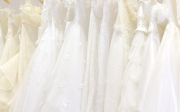 ウェディングドレスの相場はいくら?知って得するレンタルと購入価格