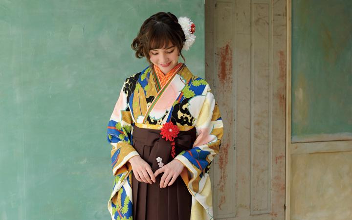 卒業式の着物袴に必要な着付小物。準備はお済ですか。
